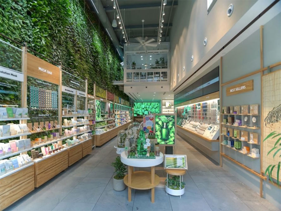 Thousands of plants grow on NYCs largest living wall at Innisfree
