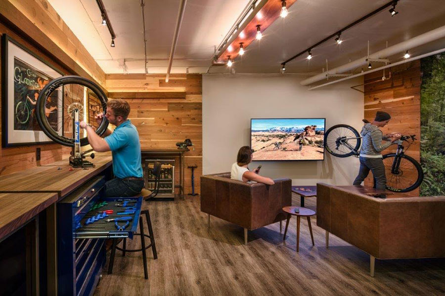 Bicycle shop uses reclaimed wood to create a strong experience